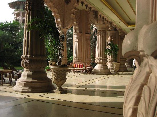 The Leela Palace Bengaluru: Exteriores