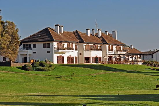 Fairmont Mount Kenya Safari Club: The main building