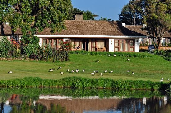 Fairmont Mount Kenya Safari Club: Our cottage. Two bedrooms and baths with a central sitting area.