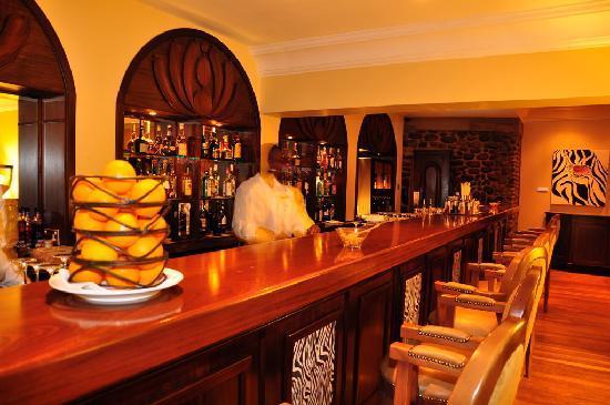 Fairmont Mount Kenya Safari Club: The main bar where high tea is served