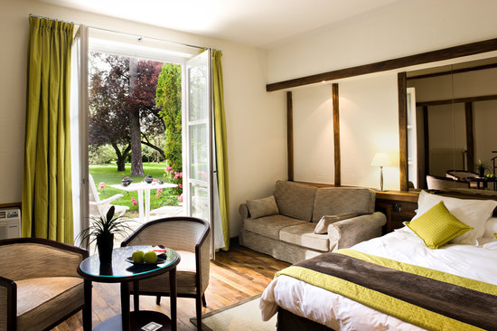 Relais & Chateaux - Hostellerie de Levernois: Room in the Pavilion