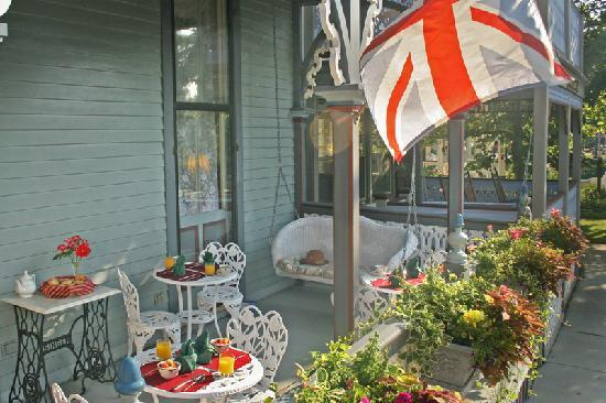 The Queen Victoria: Breakfast on House of Royals Porch