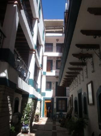 Meson Del Rosario: pasillo