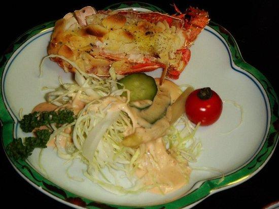 Sarusawaike Yoshidaya: Langosta y ensalada