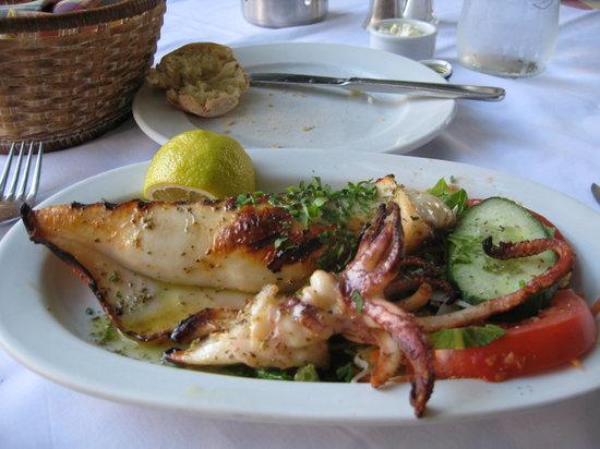 I Palia Taverna Tou Psaras : Stuffed Calamari
