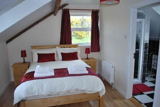 Ard Na Ciuin: a guest bedroom