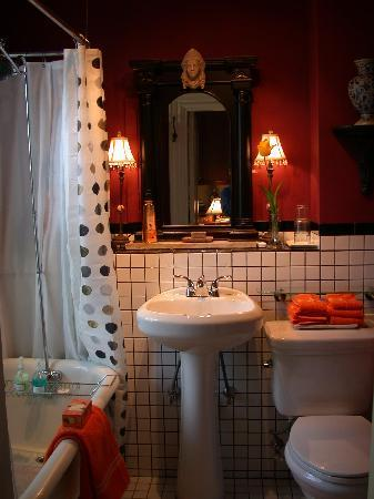 Fort Hill Inn : Private Guest Room Victorian Bath