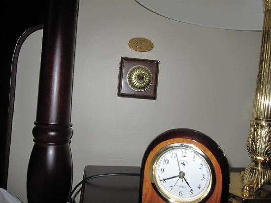 Eastern & Oriental Hotel : Butler call-bell
