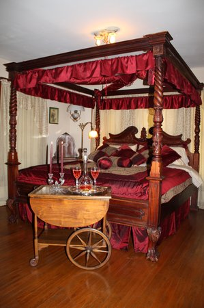 Alla's Historical Bed and Breakfast, Spa & Cabana : Pelt's Room