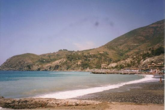 Levanto, Włochy: Another view of the beach