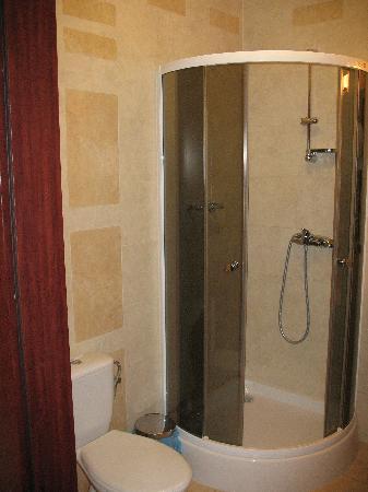 Panorama Hotel: Bathroom shower