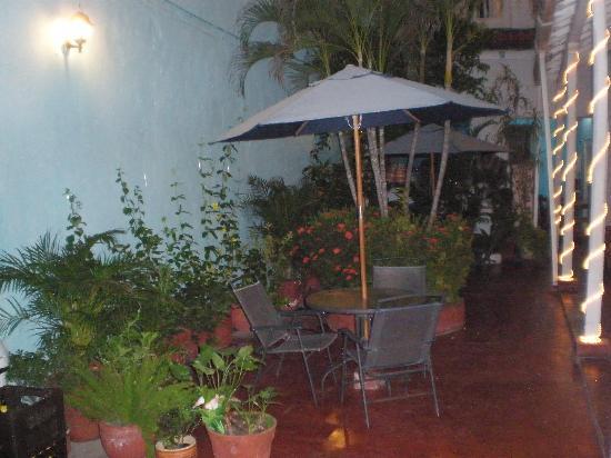 Hotel-Hostal Santo Domingo : patio acogedor