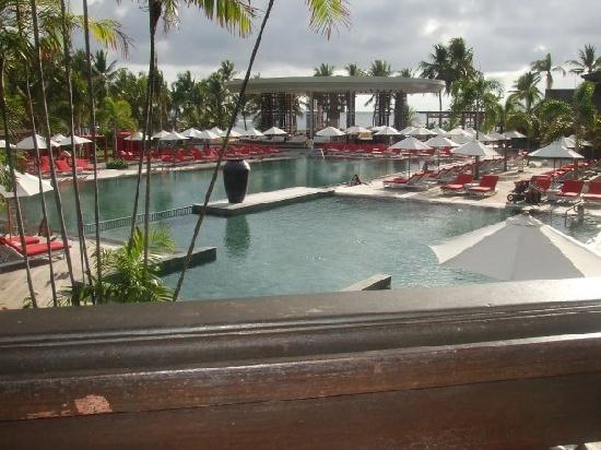 Club Med Bali: Pool and Bar area