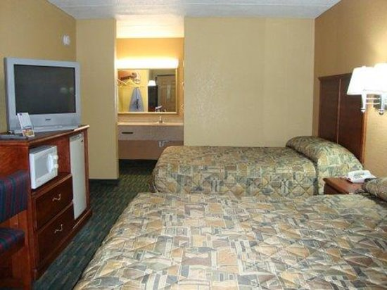 Relax Inn: Room with two beds