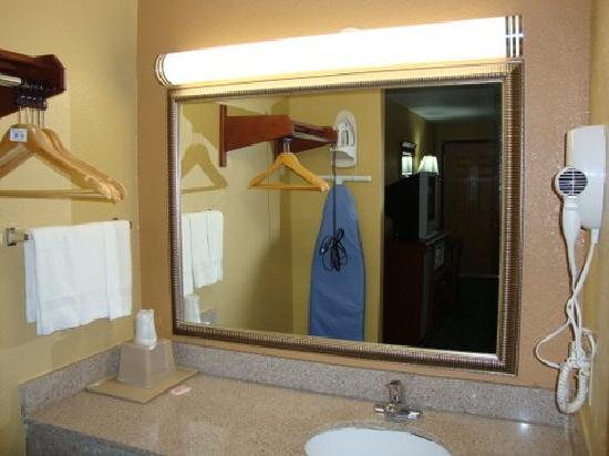 Relax Inn: Vanity