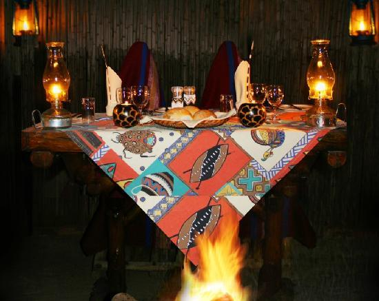 Mohlabetsi Safari Lodge: Dinners are served in the Boma, around a blazing campfire