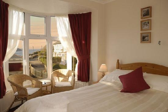 Blair Lodge Guest House: Double bedroom with sea view