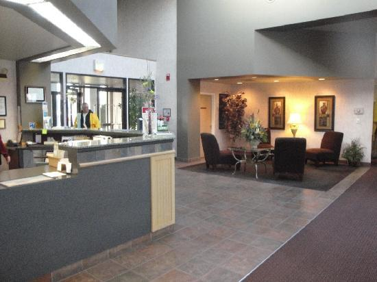 Quality Inn & Suites Conference Center: Lobby