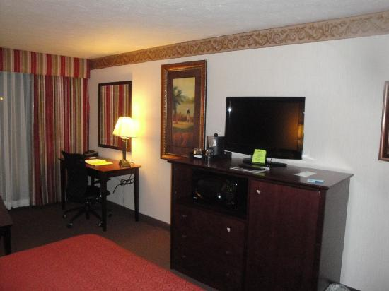 Quality Inn & Suites Conference Center: Room