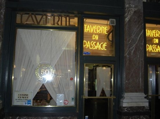 La Taverne du Passage : Taverne du Passage - a restaurant to pass by in Brussels. The steaks were dry and the ketchup I
