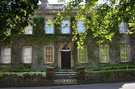 Nice big house picture of evershot dorset tripadvisor for Big and nice houses
