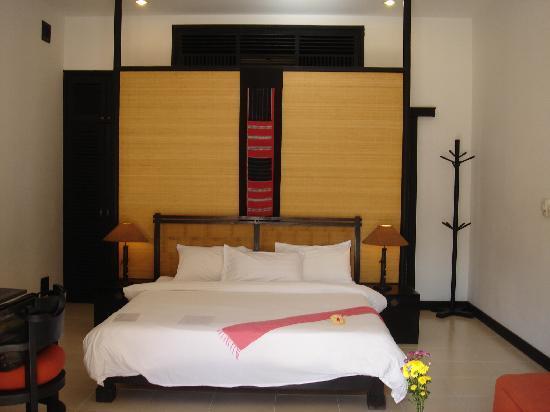La Maison d'Angkor: Grande chambre avec SDB luxueuse