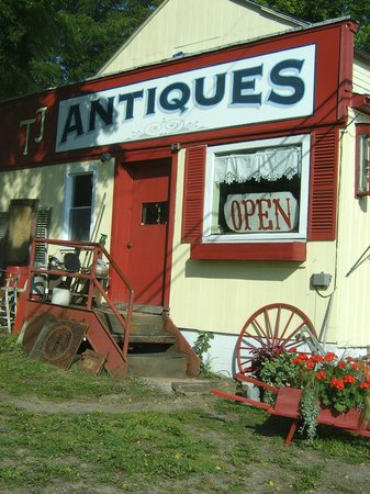 Reading Center, NY: Wonderful store with 100's of antique and vintage finds!!