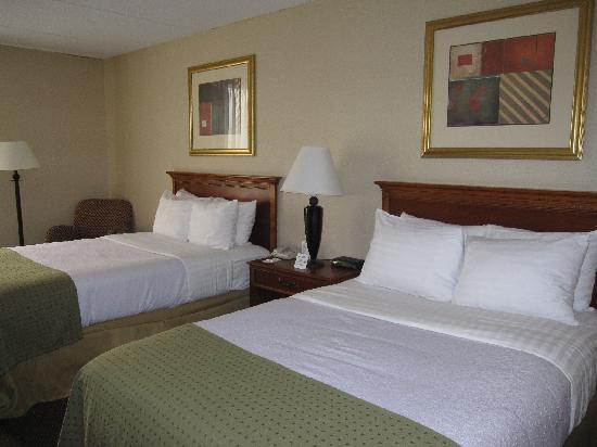 Ramada Alpena: 2-dbl bed standard room