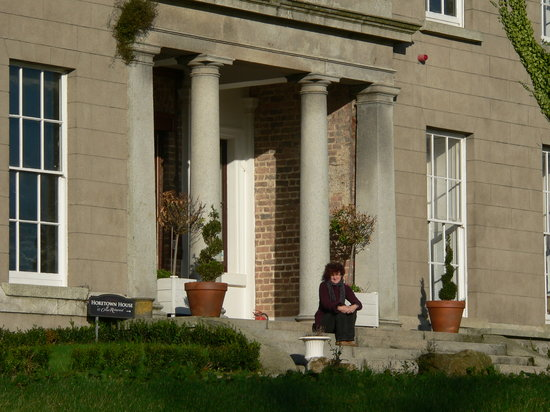 Horetown House: Me on the front steps