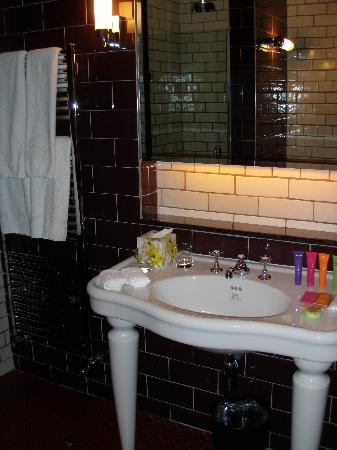 Merchant Hotel: The funky / quirky sink!