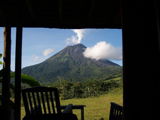 Arenal Manoa Hotel: View from our bed (Room 322)