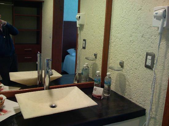 Hotel Aeropuerto Morelia: baño