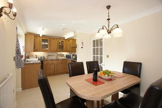 Stable Cottage Luxury Self Catering: Kitchen with dining area
