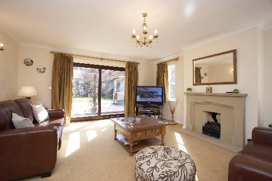 Stable Cottage Luxury Self Catering: Luxury lounge