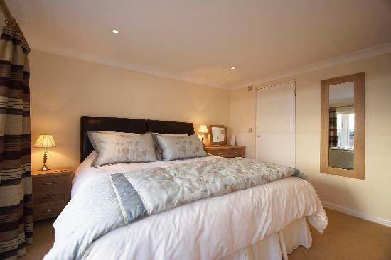 Stable Cottage Luxury Self Catering: Master bedroom with ensuite