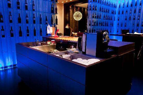 Sixtytwo Hotel: Honesty Bar