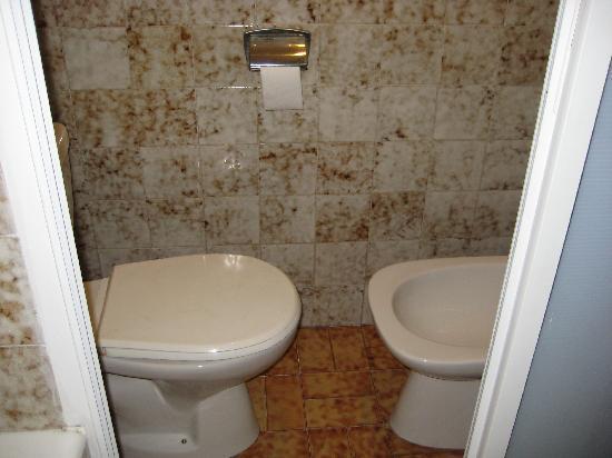 Hotel Sofia: toilet