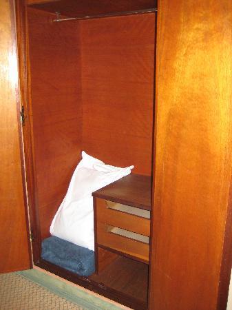 Hotel Sofia: wardrobe