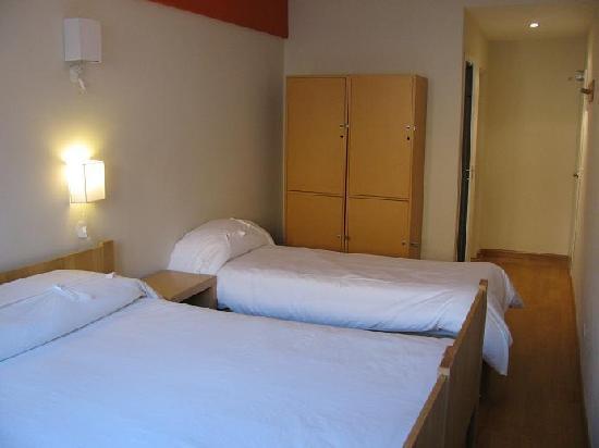 سيركيس هوتل آند هوستل: circus hostel triple room