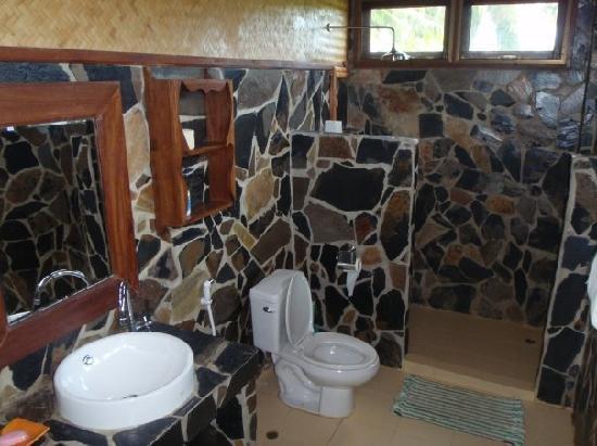 Big Easy: bathroom