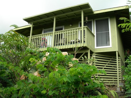 1st Class Vacation Rental Kona Hawaii: Cottage seen from the garden
