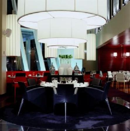 Sofitel Chicago Water Tower: Cafe des Architectes, the hotel's contemporary neighborhood restaurant features James Beard semi