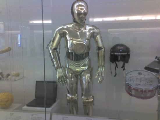 National Museum of American History: The actual C3PO suit worn in Star Wars movies (it said he was in all 6 but didnt say which ones
