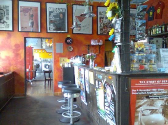 Sunflower Hostel: bar im hostel