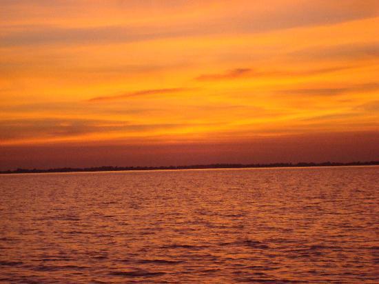 Osmose Ecotours: Tonle Sap Sunset