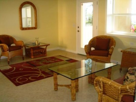 Maui Beach Ocean View Rentals: Relax in our spacious lobby area at Maui Beach House