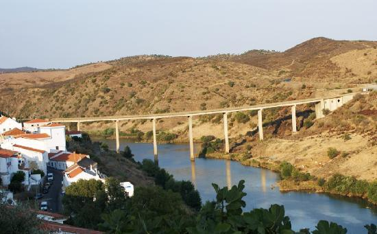 Мертола, Португалия: Bridge over Guadiana