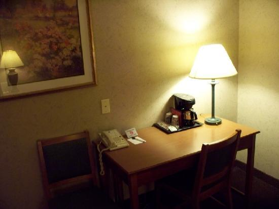 Comfort Inn Dulles International Airport: table / work area with coffee maker