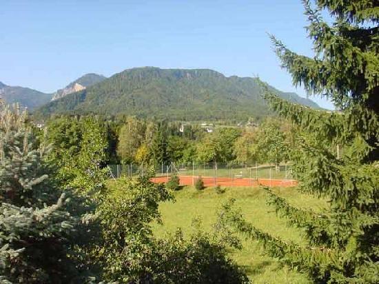 Appartements Amrusch: Tennisplatz - einige Tennisstunden pro Woche im Preis enthalten