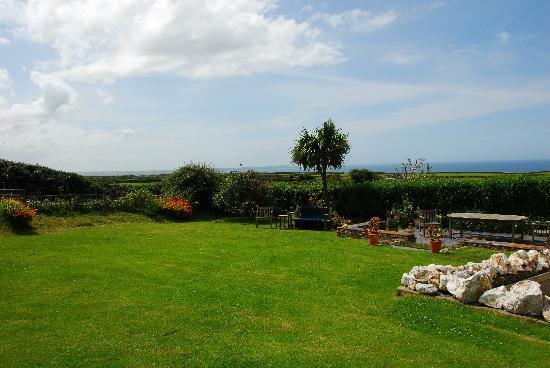 Trenowan B &B - view of the garden